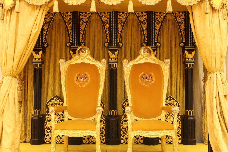 32060033613_a060039258_o_royal-throne1