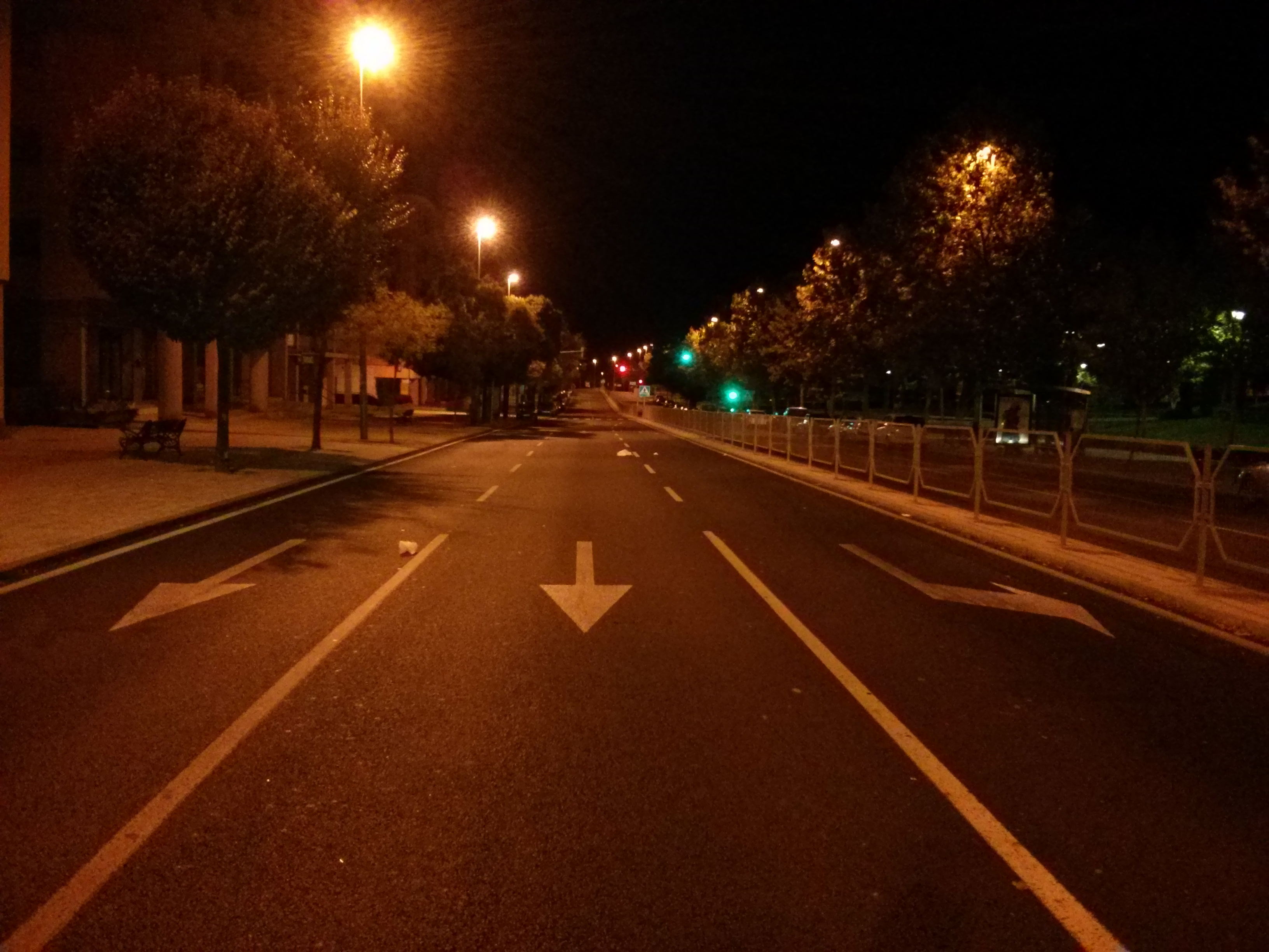 Empty_road_at_night1